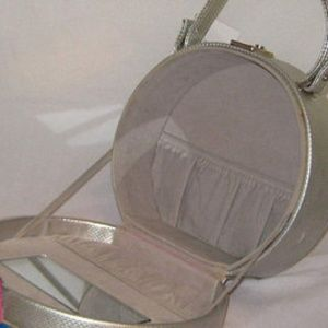 OGT Couture Bags - Vintage Silver Box Purse  Locking Flowers Mirrored